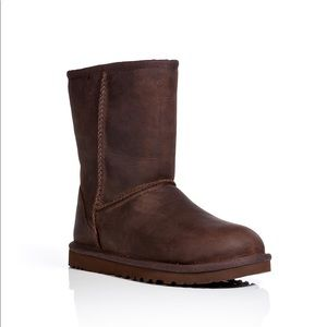 Nwt ugg classic short water resistant boot